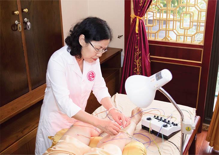 """Bác sĩ Vân Anh - người có """"bàn tay vàng"""" trong điều trị bằng YHCT"""