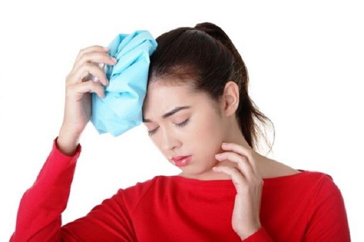 Chườm nóng/lạnh chữa đau đầu
