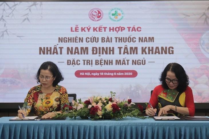 Lễ ký kết hợp tác đánh dấu bước phát triển mới của hai đơn vị hàng đầu về YHCT