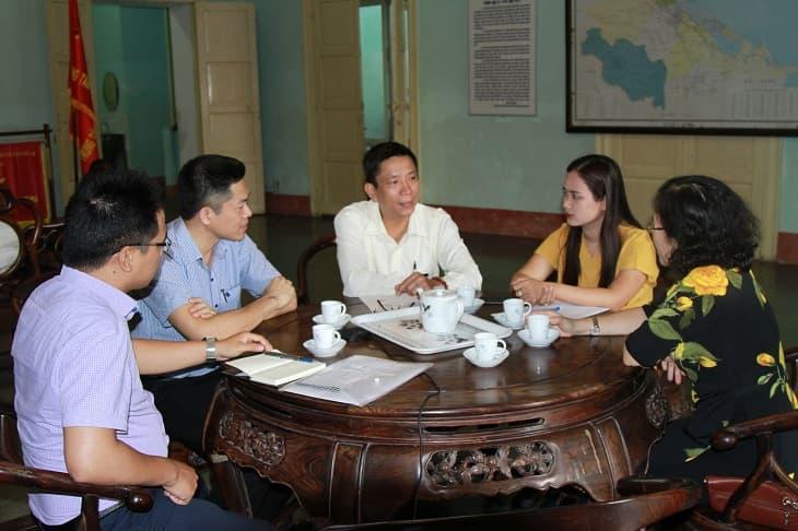 Tại Huế, bác sĩ Vân Anh đã đi đến nhiều nơi, gặp gỡ nhiều cá nhân, tổ chức có liên quan để sưu tầm tài liệu về những bài thuốc quý của Thái Y Viện triều Nguyễn.